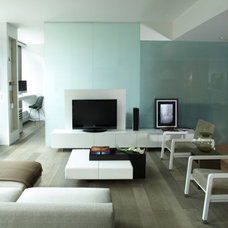 Modern Living Room by kimberly peck architect