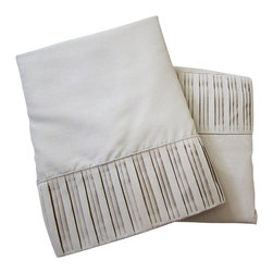 Luxury Egyptian 800 Microfiber Bed Sheet Set 4 PCS, Taupe, King - Blowout Sale!!! The perfect Bed Sheet Set for every day use! Our luxury Micro-Sheets include one Flat Sheet, one Fitted Sheet, and two Pillow cases. Gorgeous folded-hem soft sheet set for your bed and/or guest bedroom. Machine washable and dryer free. No iron necessary, easy to maintain.