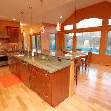 Modern Kitchen by Hurst Design Build Remodeling