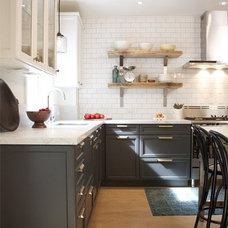 BostonBelle: Two-tone Kitchen Cabinets
