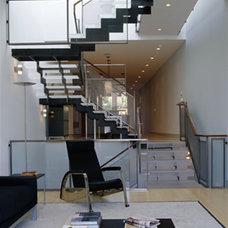 Modern  by Zack de Vito Architecture + Construction