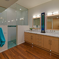 Midcentury Bathroom by Taylordesign + BUILD