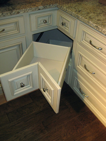 Traditional  by LilyAnn Cabinets