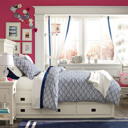 Oxford Captain's Bed - With plenty of space to stow clothes, blankets, books and more, this bed is a smart and stylish storage solution for smaller spaces. It's expertly built with a substantial presence for comfort and lasting quality.