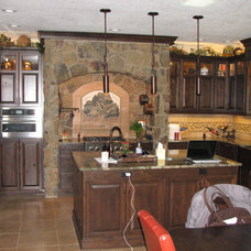 Traditional Kitchen by FF&E