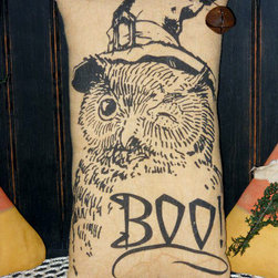 Halloween Owl Primitive Pillow Tuck by The Old Apple Barrel - I love the illustration on this vintage-inspired pillow. It's perfect for Halloween and fall.