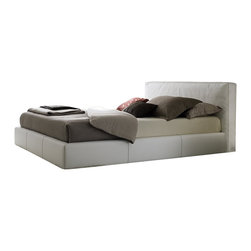 Rossetto - Rossetto Touch Platform King Bed in White - Rossetto - Beds - T411603375N01 - The touch bed is completely covered in leather effect making the sleeping area personal and sophisticated. The soft headboard transmit a sensation of pure comfort and relaxation.