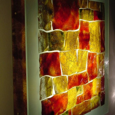 Fire stone - Wall light art decor - This beautiful wall lighting decor is made of stained art glass in breathtaking colors that, with the effect of light, creates a graceful peace of modern art.