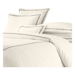 Willowest - Egyptian cotton hotel classic bedding collection, Black Embroidery on White Fabr - 100% pure long-staple combed cotton yarn with mercerized finishing for high