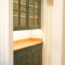 Traditional  by Benjamin Blackwelder Cabinetry