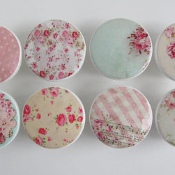 Girl's Pink Floral Drawer Knobs by Leila's Loft - Add some pretty floral knobs to your hutch.