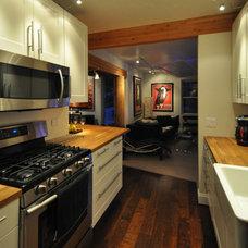 Farmhouse Kitchen by GMK Architecture Inc