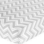 Sweet Jojo Designs - Zig Zag Black and Gray Zig Zag Print Crib & Toddler Sheet by Sweet Jojo Designs - The Zig Zag Black and Gray Zig Zag Print Crib & Toddler Sheet by Sweet Jojo Designs, along with the  bedding accessories.