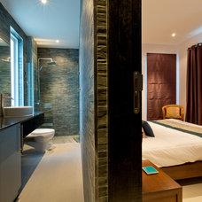 Tropical Bedroom by Pranburi Property