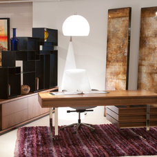 Modern Home Office by Cliff Young Ltd.