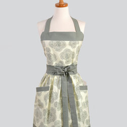 Womens Bib Apron, Elegant and Very Feminine by Creative Chics - There isn't anything classier than serving tea and crumpets in a timeless apron.