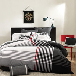 Ink and Ivy - Ink and Ivy Blake 3-piece Duvet Cover Set - Available in your choice of sizes,this plaid duvet cover set changes the look of a bedroom quickly and easily. The three-piece ensemble,which is done in shades of black and red,includes one cover with button closure and one or two pillow shams.