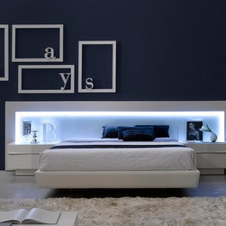 Valencia Bedroom in White Lacquer Finish - Modern Style Bedroom Set
