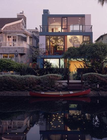 Modern Exterior by Julius Shulman