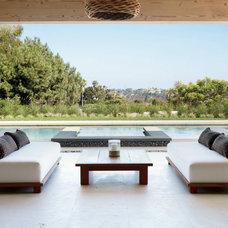 Modern Sofas by Artifacts International