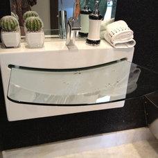 Eclectic Bathroom by Guimar Urbina | KIS Interior Design