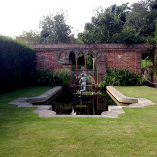Restoration House, Rochester, England Formal pond