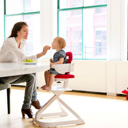 Svan - Svan Signet Complete - The Signet Complete High Chair makes mealtime easy and enjoyable for baby and parent alike. Signet seats children  up to the table for enjoyable interaction with the rest of the family, turning mealtime into family time!
