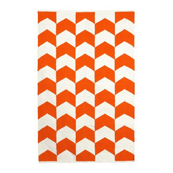 Fab Habitat - Metropolitan Orange Peel & Bright White (8' x 10') - This delightful rug allows you to celebrate the dynamic union between a pop of color and crisp white. The symbiotic relationship between the two plays out here in the form of an attractive chevron motif, only further confirming this partnership was truly meant to be.