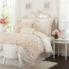 Lucia Four Piece Ivory Comforter Set Queen Lush Decor Queen Comforter Sets Beddi