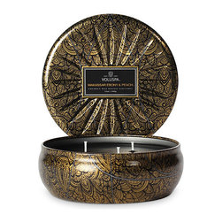 VOLUSPA - 3 Wick Candle In Star Embossed Tin - Makassar Ebony & Peach - Makassar Ebony & Peach
