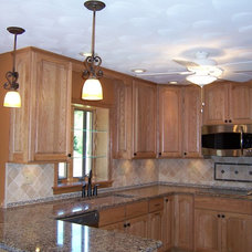 Traditional Kitchen Cabinets by Ron Franks Builders / Ron Franks Cabinetry