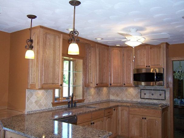 Traditional Kitchen Cabinetry by Ron Franks Builders / Ron Franks Cabinetry