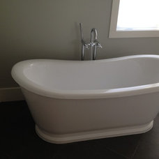 Modern Bathtubs by Integrity Home and Cottage