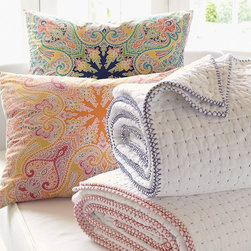 WHIPSTITCH QUILT & SHAM - Our pick-stitch quilt set features a hand-sewn whipstitch border that adds to its soft texture. Its simple allover design allows it to blend perfectly with other textures and patterns.