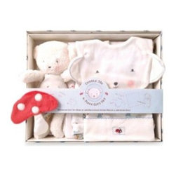 Bunnies By The Bay - Bunnies By The Bay 6-Piece Bear Cuddle Me Gift Set - Sure to bring snugly comfort to your newborn, this Bear Cuddle Me 6-Piece Gift Set is filled with all the right essentials, including a swaddle blanket, dribble bib, and a cozy cap. Plus, a plush Bear friend makes cuddling extra-soft and extra-special.