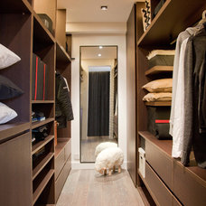 Modern Closet by Urban Design & Build Limited