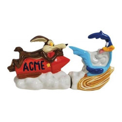 Westland - Wile E. Coyote Chasing Road Runner Salt and Pepper Shakers - This gorgeous 3.5 Inch Wile E Coyote Chasing Road Runner Salt and Pepper Shakers has the finest details and highest quality you will find anywhere! 3.5 Inch Wile E Coyote Chasing Road Runner Salt and Pepper Shakers is truly remarkable.