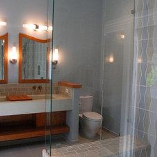 Midcentury Bathroom by RAD Designs    (Robert Adam Dorn)