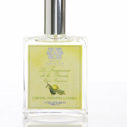 Lemon, Verbena and Cedar Room Spray 100 ml. - It's the work of moments to create an air of welcoming cleanliness in an airy kitchen, in the bath, or in the guest room with Lemon, Verbena, and Cedar Room Spray. This luxury air and linen splash, which is conveniently and attractively offered in an apothecary-style glass spray bottle, combines citron brightness and the full unisex grandeur of cedarwood with a sweetening herbal influence of verbena.