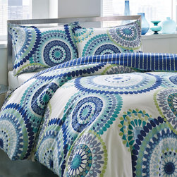 City Scene - City Scene Radius 3-piece Cotton Duvet Cover Set - City Scene keeps your bedroom in fashion with its iconic contemporary looks. Its Radius duvet cover set is no exception. It features a medallion pattern and a stripe reverse in an aqua,blue,green and white finish.