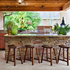 Traditional Outdoor Bar Design