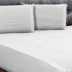 AVEREST LINENS - 1000TC Solid Fitted Sheet with 2 Pillow Cases in Cal King Size - 100% Egyptian C - Wrap yourself in these 100% Egyptian Cotton Luxurious bedding items that are truly worthy of a classy elegant suite. Comfort, quality and opulence set our Luxury Bedding in a class above the rest. Elegant yet durable, their softness is enhanced with each washing. You will relax and enjoy the rich, soft and luxurious feeling of cotton Fitted Sheet.