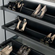Contemporary Closet by MisuraEmme Interiors UK