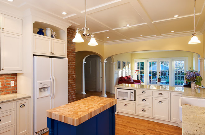 Traditional  by Henderer Design + Build