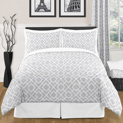 Sweet Jojo Designs - Sweet Jojo Designs 'Grey White Diamond' 3-piece Full/Queen Comforter Set - This unisex stylish bedroom set features an exclusive Sweet Jojo Designs grey and white diamond print paired with solid white cotton fabrics. Comfortable and subtle, this trendy set is the perfect choice for anyone.