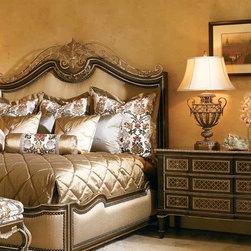 Trianon Court - Bedroom: