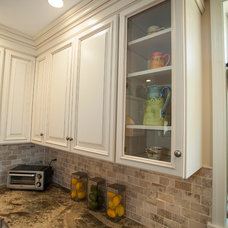 Traditional  by Cabinet Factory