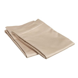 """650 Thread Count Egyptian Cotton King Linen Solid Pillowcase Set - Our 650 Thread Count Pillowcase Set offers high thread count durability with premium softness. They are composed of long-staple cotton and have a """"Sateen"""" finish as they are woven to display a lustrous sheen that resembles satin. Set includes: (2) Pillowcases 21""""x42"""" each."""