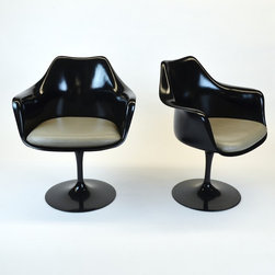 Pair of Knoll Black Saarinen Chairs with Tan Leather Seat Cushion - Dimensions:L 26''  × W 23''  × H 32''