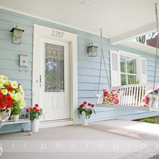 Traditional Porch by Vaisseaux Corp.